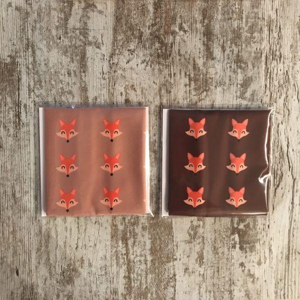 Imagen de las dos versiones de los tubulares de #elartedecorrer colección zorro. Marrón oscuro y marrón claros con zorros en naranja.