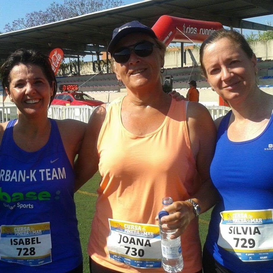 Joana del Urban-K Team consiguiendo el reto. Junto a otras integrantes del equipo.