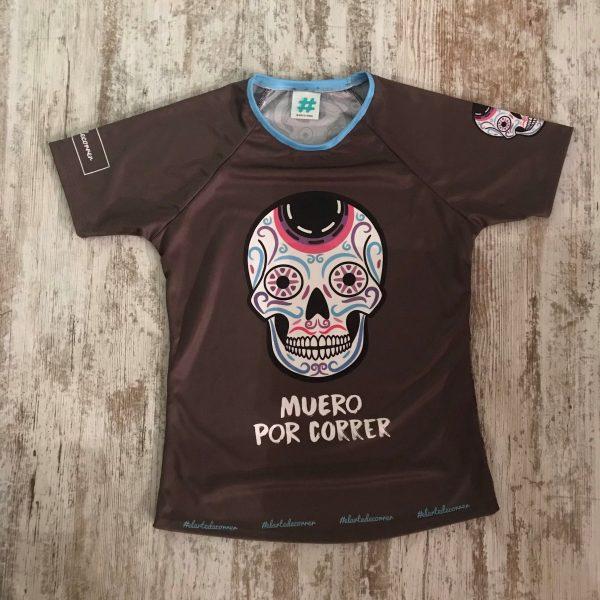 """Camiseta de mujer de calaveras mexicanas con una frase delante """"Muero por correr"""" de #elartedecorrer"""