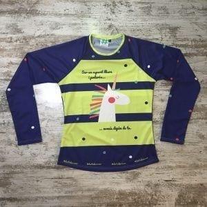 """Camiseta parte delantera """"Ser un esperit lliure i poderós, només depèn de tu"""" color amarillo català con unicornio de #elartedecorrer"""