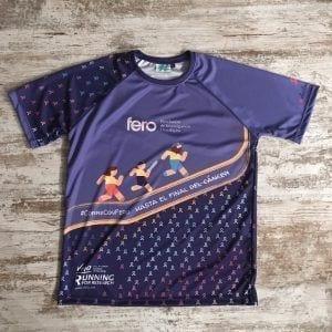 """Camiseta parte delantera donde se ven a tres corredores, frase #correconfero, lazos degradado y frase """"corre con FERO hasta el final del cáncer"""""""