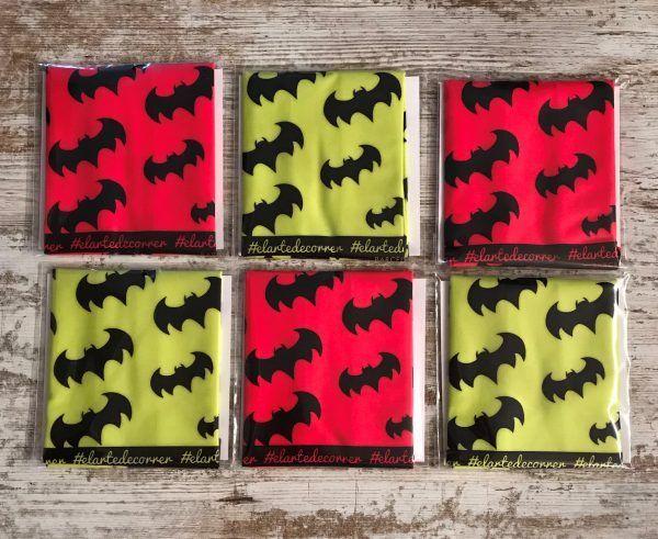 Batman colection, tubulares en rojo y amarillo. En la imagen se ven puestos alternados amarillo y rojo.