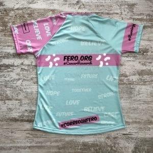 "Camiseta Corre Con Fero edición 2019, tonos lilas, verde con la frase ""FERO.OG"""