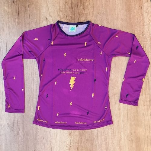 Camiseta Manga Larga mujer Rayo por delante, fondo lila y rayos color azul y amarillo