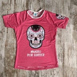 """Camiseta tejido premium edición especial calaveras color rosa con la frase """"Muero por Correr"""" de #elartedecorrer"""