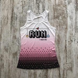 """Camiseta pacman comecocos con un color degradado de blanco a rosa y con la palabra """"Run y nada más"""""""