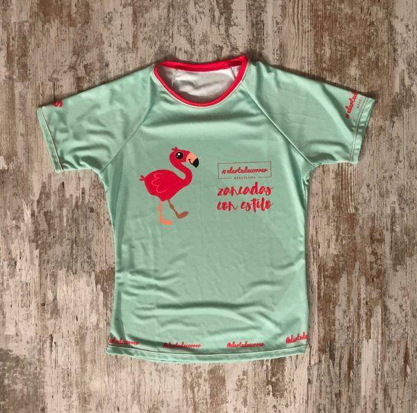 """Camiseta técnica en color menta con el flamenco en rosa y con la frase """"Zancadas con estilo"""""""