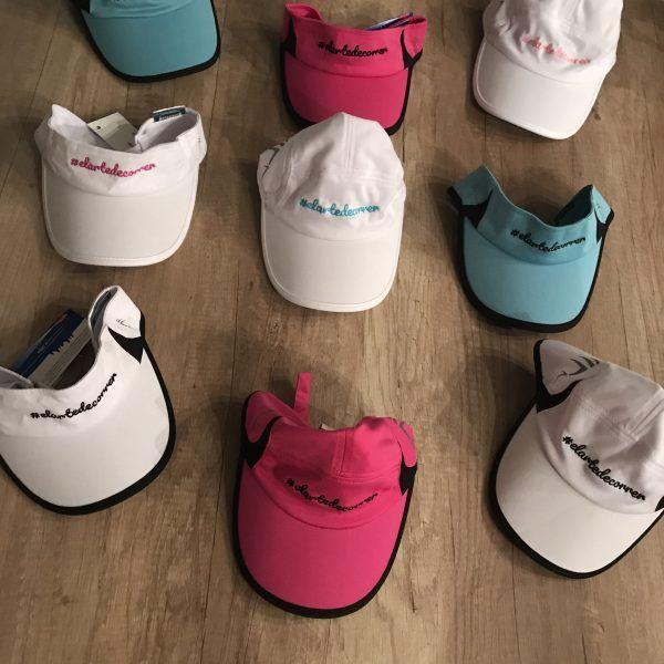 Gorras y viseras en conjunto de todos los colores con #elartedecorrer en diferentes colores