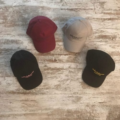 Gorra de vestir bordada de #elartedecorrer: granate, gris y negro