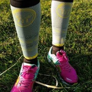 Raquel corredora de Viladerunners posando con las medias compresivas de #elartedecorrer