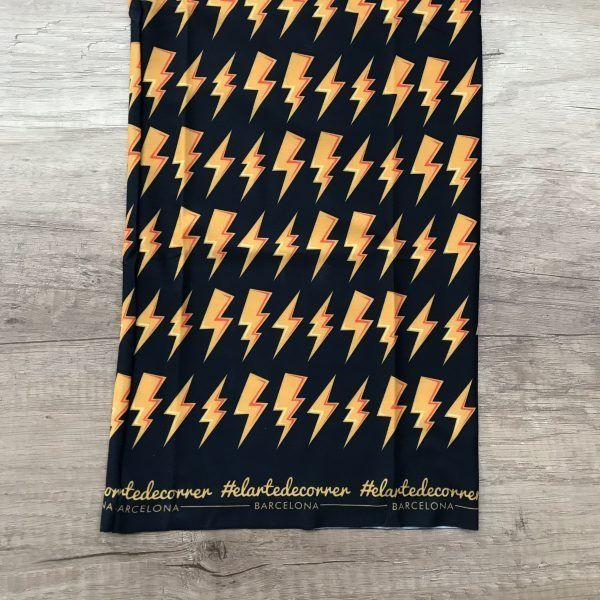 Tubular colección de rayos de #elartedecorrer. Aparecen rayos color amarillo con fondo azul oscuro.